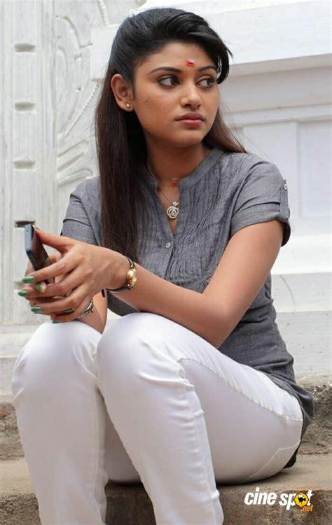 actress oviya parents photos oviya in pulivaal movie stills 2