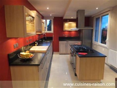 design inspiration pontyclun une cuisine rouge et esth 233 tique dot 233 e de fa 231 ades en ch 234 ne