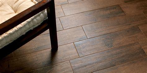 pavimenti senza fuga gres effetto legno senza fuga cersaie in gres e azulejos
