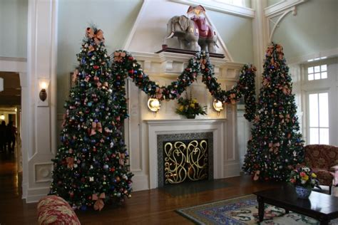 keeping cats from mantel decorations and trees disney s boardwalk inn decorations and a look around easywdw