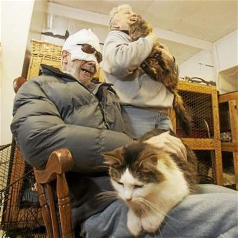how to make a cat comfortable when dying man dying from cancer finds comfort in visits to cat
