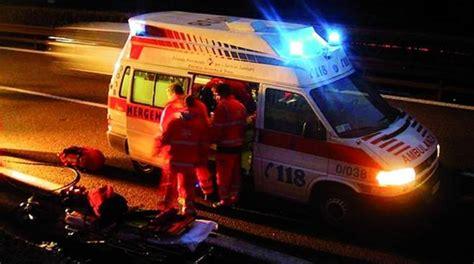 ospedale di volta mantovana auto ribaltata a volta mantovana 52enne in ospedale