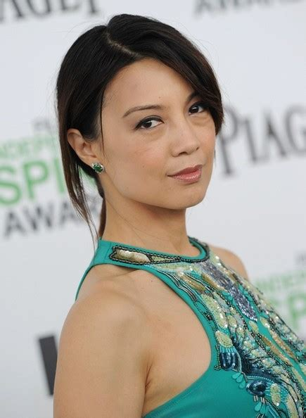 ponytails over 50 ming na wen s loose ponytail haute hairstyles for women