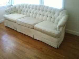 Chesterfield Sofa For Sale Craigslist Designtology Craigslist Deal Of The Day Free Chesterfield Sofa