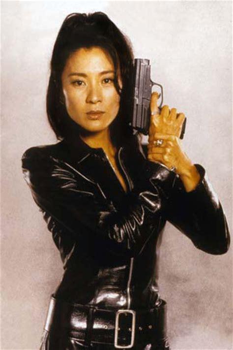 kheng hua tan hot bild zu michelle yeoh james bond 007 der morgen stirbt