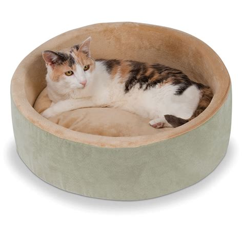 cat bed the warming cat bed hammacher schlemmer