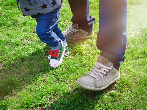 ask dr dina what should i look for in baby walking shoes