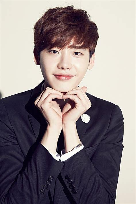 film yg dibintangi lee jong suk lee jong suk signs contract with yg entertainment koogle tv