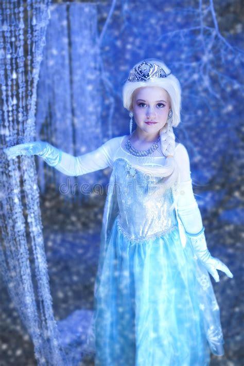 film frozen young lengkap young disney frozen princess stock photo image of