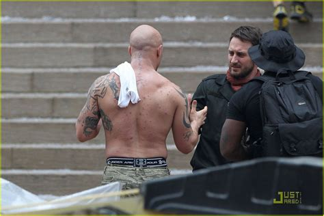 set photos and videos with tom hardy s scar anne hathaway