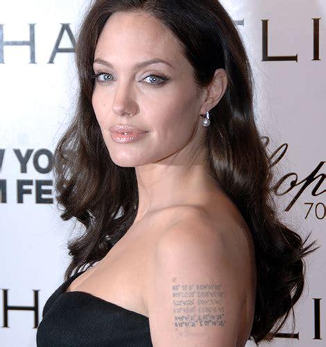 angelina jolie tattoo blut und eisen 8 celebrity tattoos und was sie wirklich bedeuten