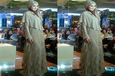 Jilbab Ida Royani I Series al madina gelar fashion show busana muslim bisnis