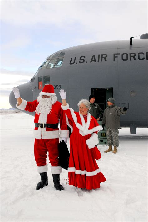 santa claus usa army photos