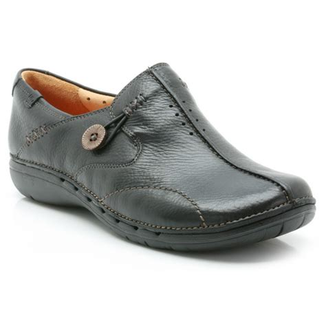 clarks un loop black leather casual shoe