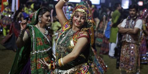 reasons why you should attend dance lessons 5 reasons why you should go to a garba raas dance during