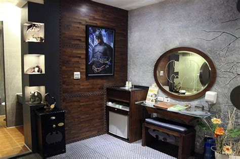 batman hotel room live out your bruce wayne fantasies in this batman themed motel room comics news paste