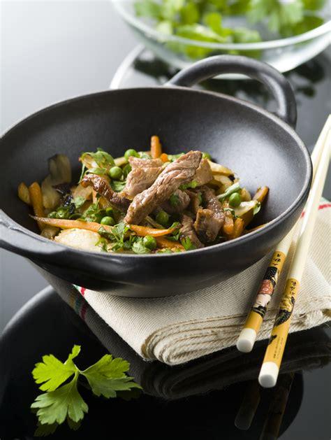 cuisine wok facile cuisiner avec un wok table de cuisine