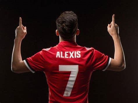 alexis sanchez kit number alexis sanchez handed the famous number 7 shirt after