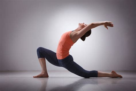 imagenes de yoga sin ropa power yoga dynamic moves yoga