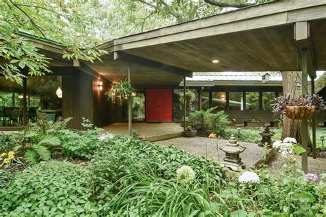 frank lloyd wright inspired home  chicago hits
