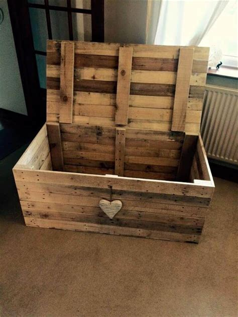 From Wooden Pallets by 1000 Ideas About Pallet Chest On Pallets