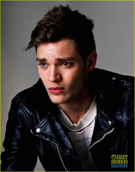picture of dominic sherwood