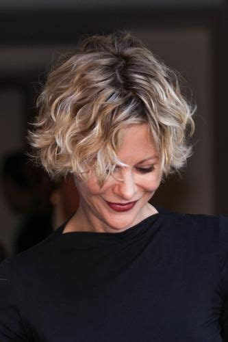 meg ryan hairstyles in youve got mail meg ryan you ve got mail and ryan o neal on pinterest