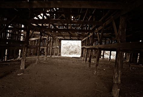 scheune leer kentucky empty barn photograph by greg betsworth