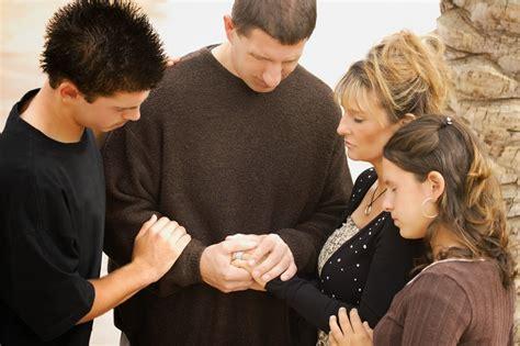 imagenes de orar unos por otros minist 233 rio adolescentes ensinando seus filhos a orar