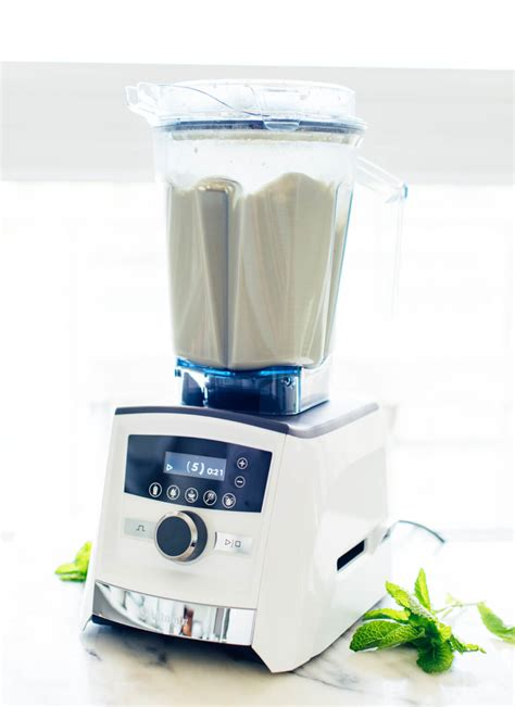 Blender Vitamix vitamix giveaway minty iced matcha latte salad freaks