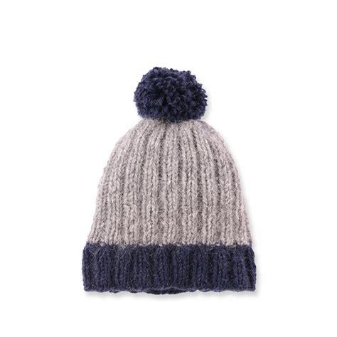 bonnets de les tricots de mamy bonnet b 233 b 233 bi color avec pompon coloris gris et bleu marine en m 233 rinos