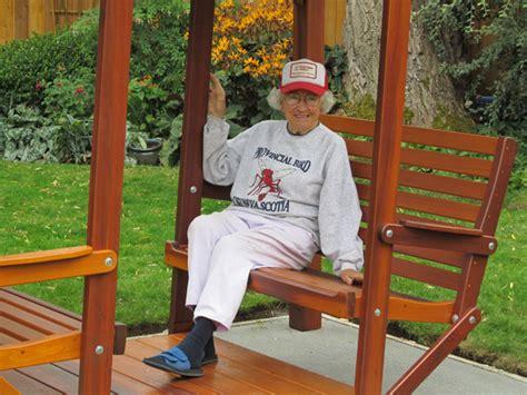 jean swings videos customer testimonials classic cedar garden furniture and
