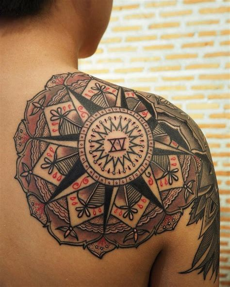 24 best compass tattoo designs inspirationkeys