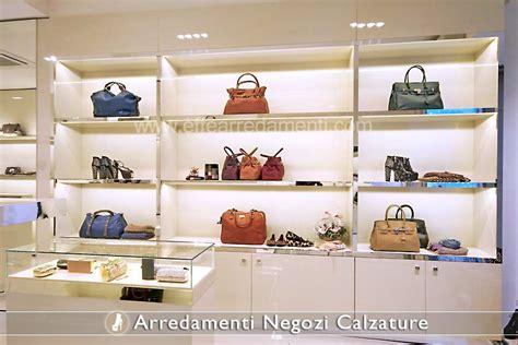 mobili per vetrine negozi arredamenti per negozi calzature effe arredamenti