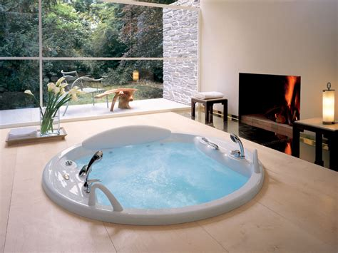 modern jacuzzi bathroom design image
