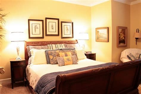 Yellow Walls In Bedroom by Bedroom Yellow Walls Yellow And Brown Bedroom