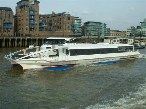 thames clipper o2 timetable file thames clipper 9 9 07 jpg wikimedia commons