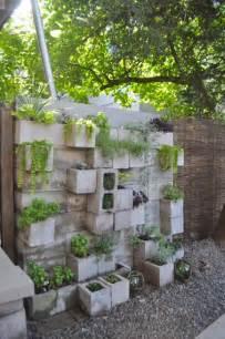 Inexpensive Patio Solutions D 233 Co Mur Jardin Avec Jardiniere En Parpaing