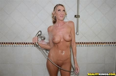 Smiley Blonde Milf Taking Shower And Demonstrating Her Sexy Body Pornpics Com