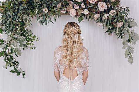 acconciature sposa con fiori acconciature con fiori capelli lunghi acconciatura capelli