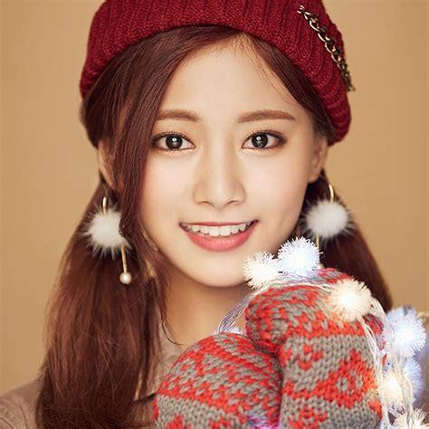 twice christmas ho99 christmas girl twice tzuyu happy wallpaper