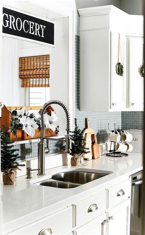 christmas   kitchen  mini wreaths  images