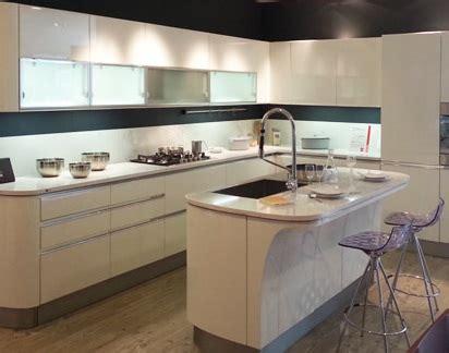 cucina con isola moderna cucina moderna con isola idee e consigli edilnet