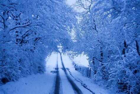 picture of snow snow arrives in northern ireland traffic and weather