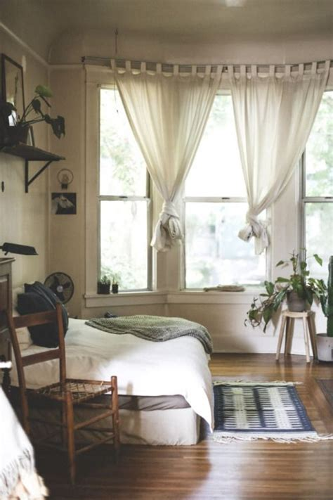 neutral bedroom curtains best 25 neutral apartment curtains ideas on pinterest