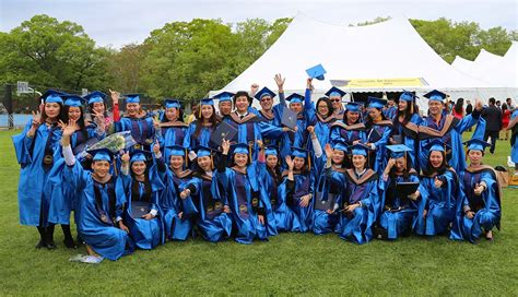 Nyit Mba Finance by China Based M B A Grads Attend New York Commencement