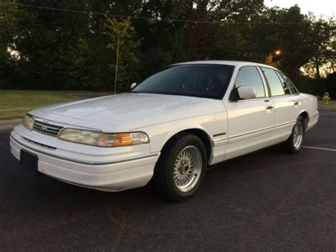 how petrol cars work 1994 ford crown victoria on board diagnostic system elderly driven 1994 ford crown victoria lx sedan low miles leather interior