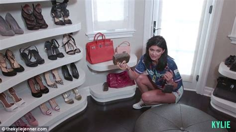 jenner room tour jenner takes fans inside closet at 2 7million mansion daily mail