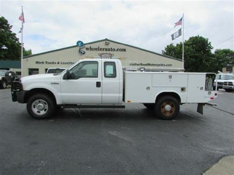2006 Ford F350 Extended Cab 4x4 Utility   Wheeler Auto