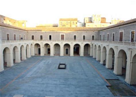cortile platamone catania quot natale e creativit 224 quot il mercatino artigianale di palazzo